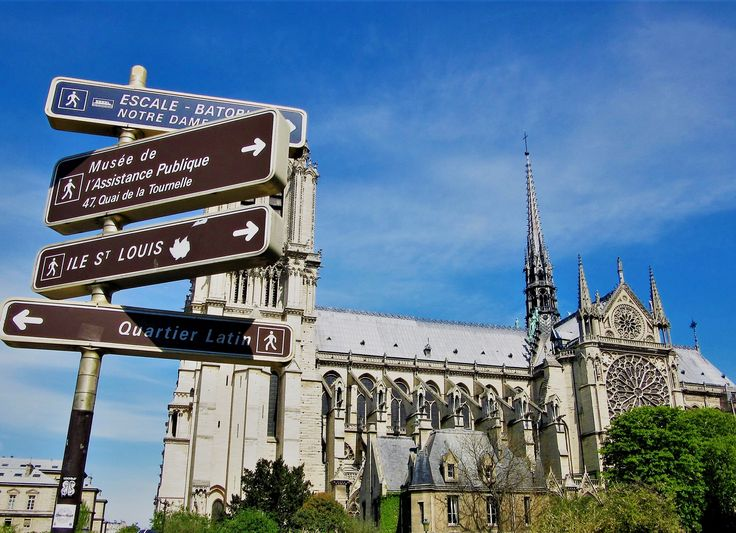 🇫🇷 Which way should we go? From memory we went straight to the Notre Dame!😀 #instamoments #instatravel #whichway #travel #holiday #paris #france #notredame #spring #sunny #outandabout #melbournelifelovetravel #memories #beautiful #picturesque #history #architecture