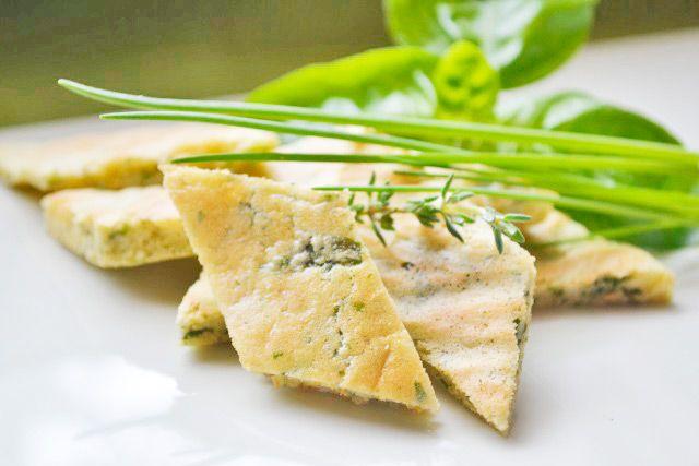 Die Kräuterschöberl schmecken vorzüglich in einer selbstgemachten Gemüsesuppe. Für dieses Rezept können sie verschiendenste Kräuter verwenden.