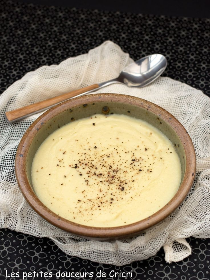 Même si le topinambour fait parti des légumes oubliés, on le retrouve chaque année sur nos étals à cette période. Sauté, cuit à la vapeur ou dans de l'eau bouillante on le cuisine souvent comme une pomme...