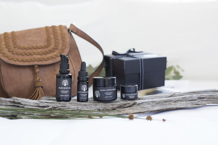 ✖️Essentials Travel Set✖️ The Essentials Travel Set makes a perfect introduction to natural skincare and an indulgent treat for yourself or gift a loved one to begin a journey of healthy and pure skincare. Beautifully gift boxed with eco friendly materials, the Essential set includes: 10ml Night Repair Serum 25ml Bliss Body Oil 45ml Toning Coffee Scrub 10ml Vitality Beauty Balm To complete the Essentials Set with the full range of At One Skincare, a 50ml Flawless Cleansing Oil may be added.