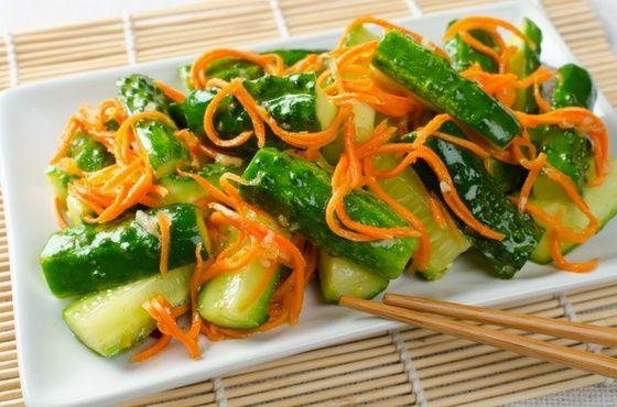 Острый салат из моркови, имбиря и огурцов