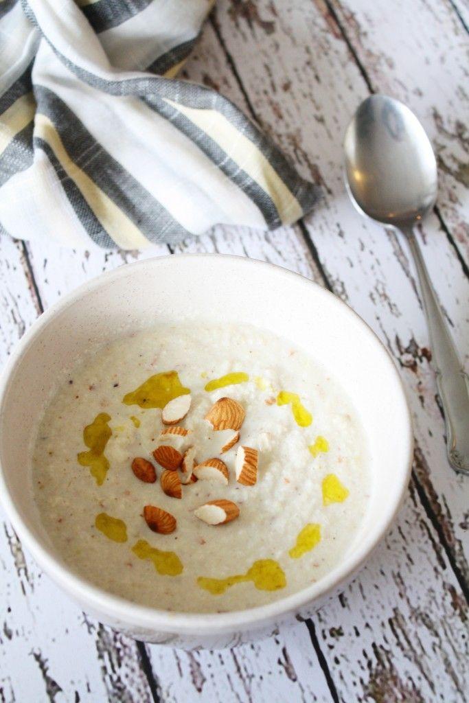 sopa de coliflor y almendras