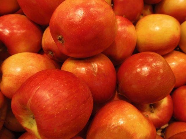 What Kind of Apples Are Best for Applesauce?: Braeburn Apples