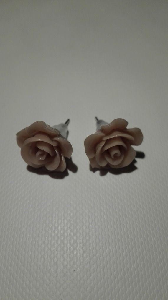 Boucles d'oreilles clou en forme de rose - taupe clair- 10mm