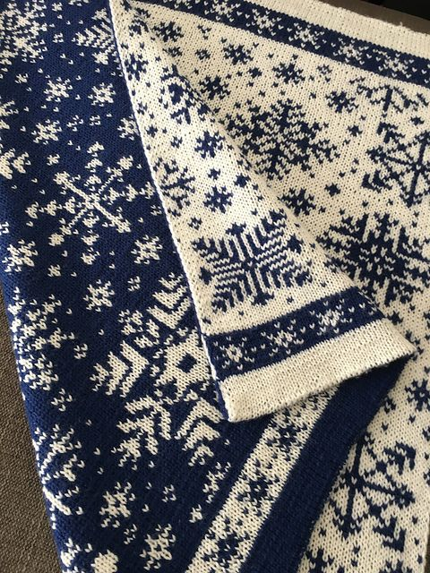 Ravelry: Baby Blanket Snowflakes / Vognteppet Snøfnugg pattern by Pinneguri