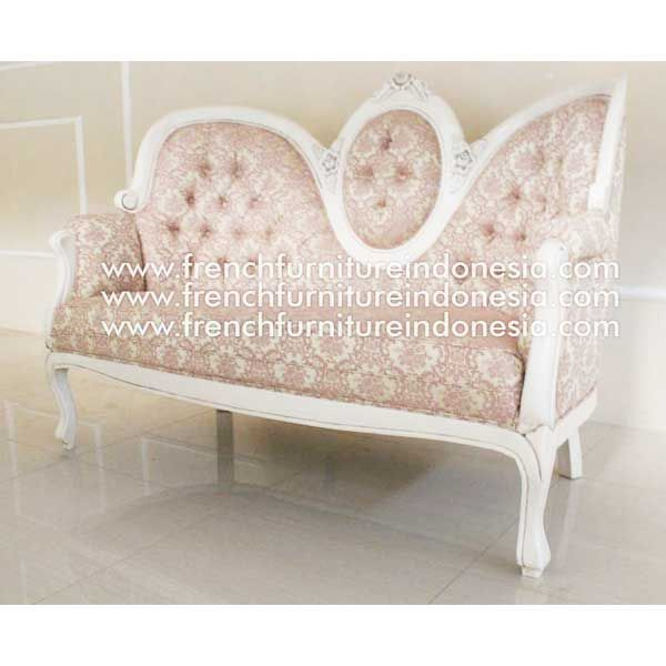 Order Deluxe Love Seat from Indonesia Furniture. We are reproduction furniture manufacturer with french style good quality. #MahoganyFurniture #WoodenFurniture #FurnitureManufacturer #ExporterFurniture #GalleryFurniture