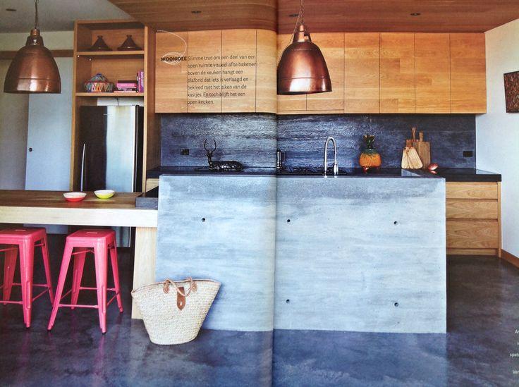 Keuken met vaste eettafel