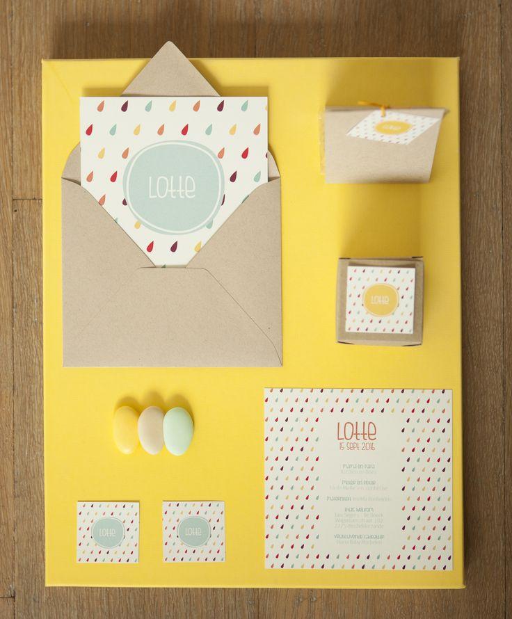 Geboortekaartje doopsuiker Lotte pastel geel regen druppels lente presentatie