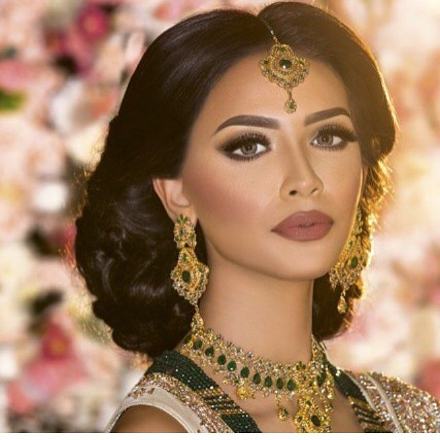 AS SEEN IN THE ASIANA MAGAZINE SUMMER ISSUE 2016 Photography @alexpichonphotography Model @nainamall Outfit @tehxeeb_london Jewellery @rangposh Special Thanks to the @asianatv Team for all of your hard work in getting this shoot together @indiya_ahmed @a_vasani