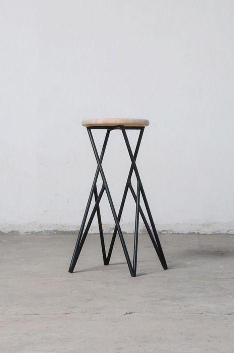 Linon  Stool by Alberto Vitelio