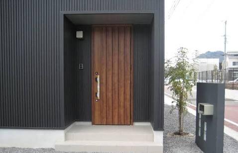 「ガルバリウム外壁 木製玄関ドア」の画像検索結果
