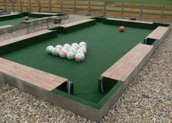 Foci és biliárd egyszerre, azaz poolball pályabérlés 3 vagy 4 óra időtartamra a IX. kerületben