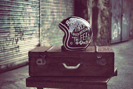 Casque moto vintage #moto #scooter #motorbike #casque #helmet #vintage #chic…