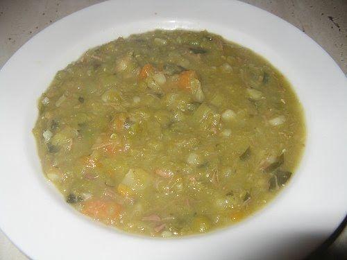 Zuppa di piselli secchi e pollo olandese