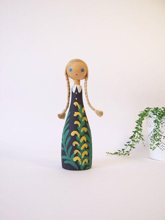 Folk art sueco muñeca pintada a mano // Muñeca de por tiendanordica