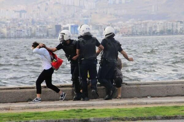Apparently 29 people were arrested in #Turkey for tweeting this photo of Turkish police assaulting two girls