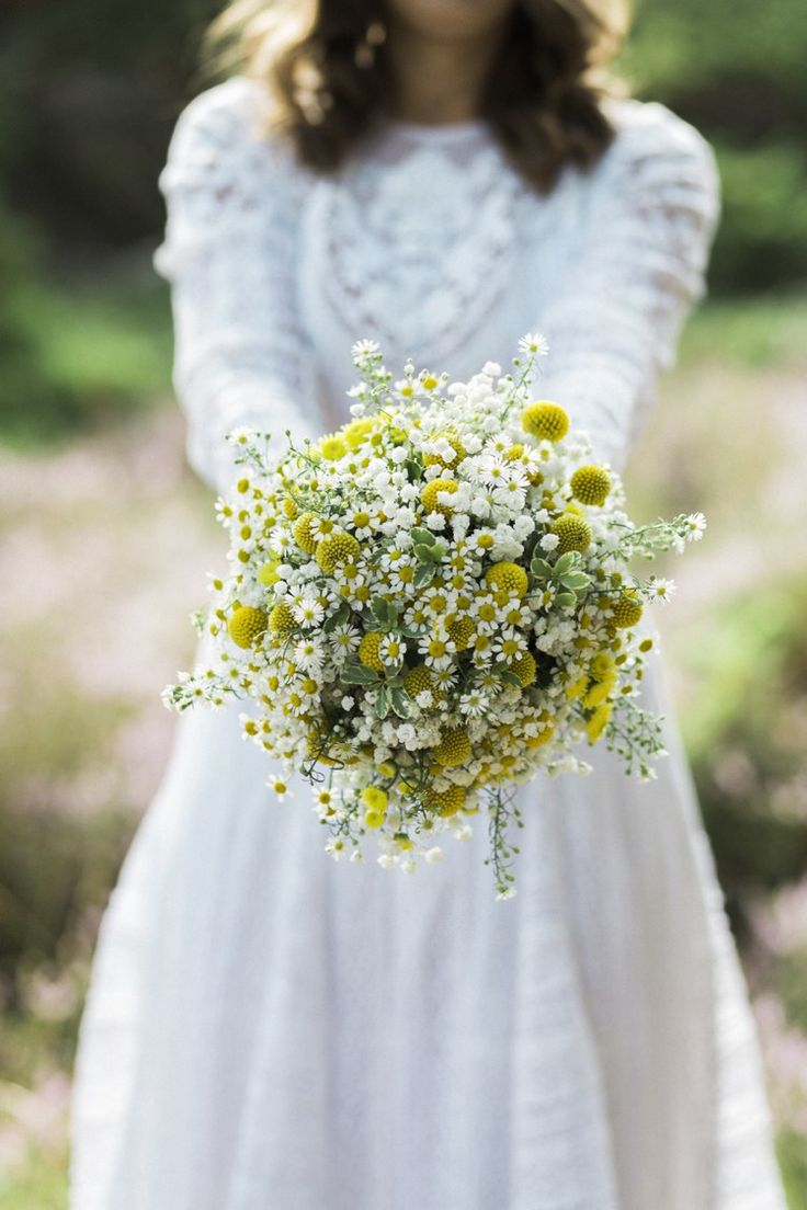 Daisy Daisies Billy Ball Yellow Bouquet Bride Bridal Flowers Bohemian Loch Pine Forest Wedding http://solenphotography.co.uk/