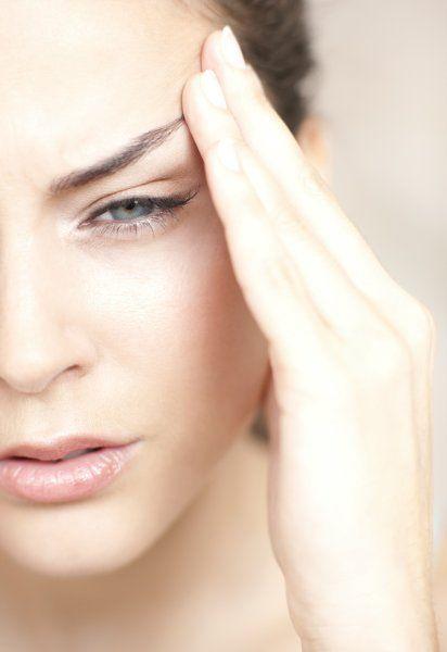 Cluster-Kopfschmerzen zählen zu den stärksten Schmerzen überhaupt. Geheilt werden kann die Krankheit nicht. Doch mit den richtigen Therapien lassen sich die Anfälle abmildern und ihre Häufigkeit senken.