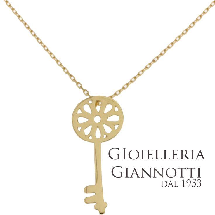 Girocollo in oro giallo con chiave portafortuna #GioielleriaGiannotti1953 #Napoli #MadeInItaly #artigianato