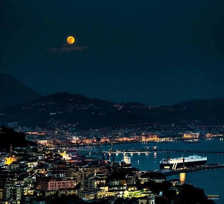 Buonanotte da #Salerno, #Italia   Che spettacolo la #CostieraAmalfitana!  Thanks to Fabio Di Donna