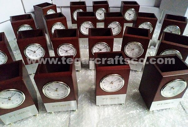 W092: Wooden Deskclock for promotional items, ordered by PT INES (Inteligent Network Energy Solutions) Tangerang Banten Indonesia. Septermber 28, 2017