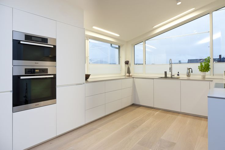 White Boform Kvadrat with appliances from Miele and top in Corian