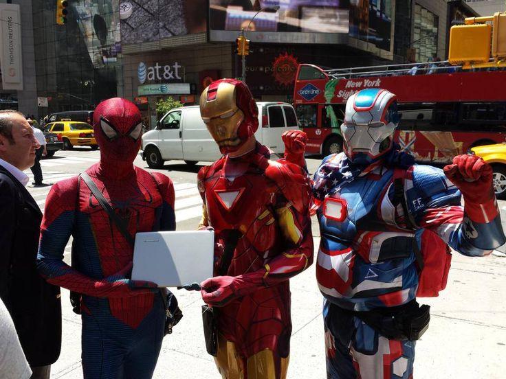 SUperhéroes junto a nuestra Lenovo Yoga en Nueva York.  www.lenovo.com/ar