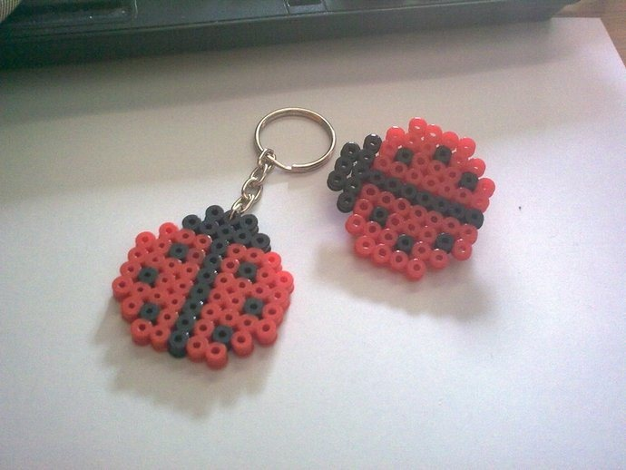 Ladybug magnet and keyring hama beads by Complemtentos de fieltro