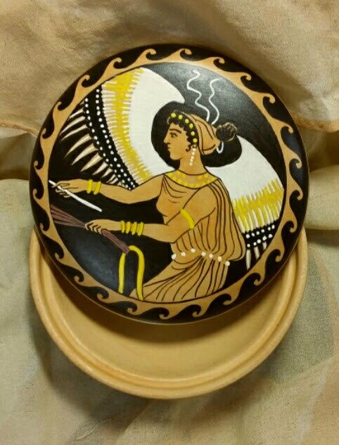 Round clay box. Hand painted. Greek ornamentation with winged Victory (Nike). Jewelry box by MITOliberty #italiasmartteam #etsy #handmade