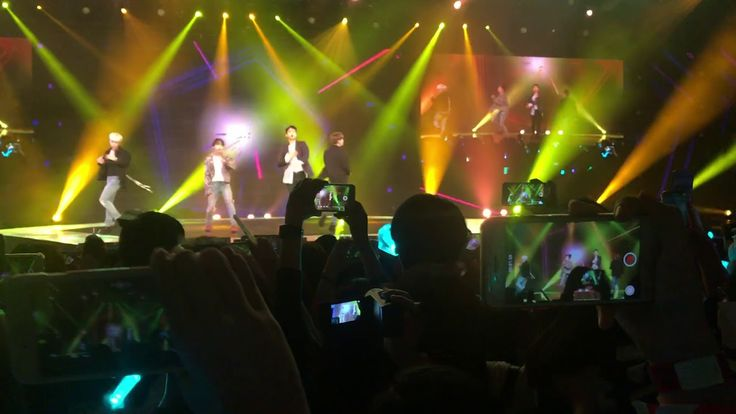 171124 [fancam] 1 of 1 - Shinee @shilla beauty concert in Singapore