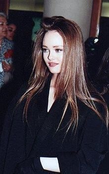 Vanessa Chantal Paradis (French pronunciation: ​[vanɛsa ʃɑ̃tal paʁadi]) (born 22 December 1972[1][2]), known as Vanessa Paradis
