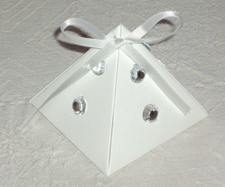 Scatolina piramide con punti luce