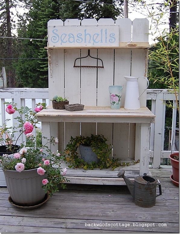 USE FENCE BOARDS ON GREEN SHELF.  PERFECT    I want one ~ I think I'll add a sink to it.