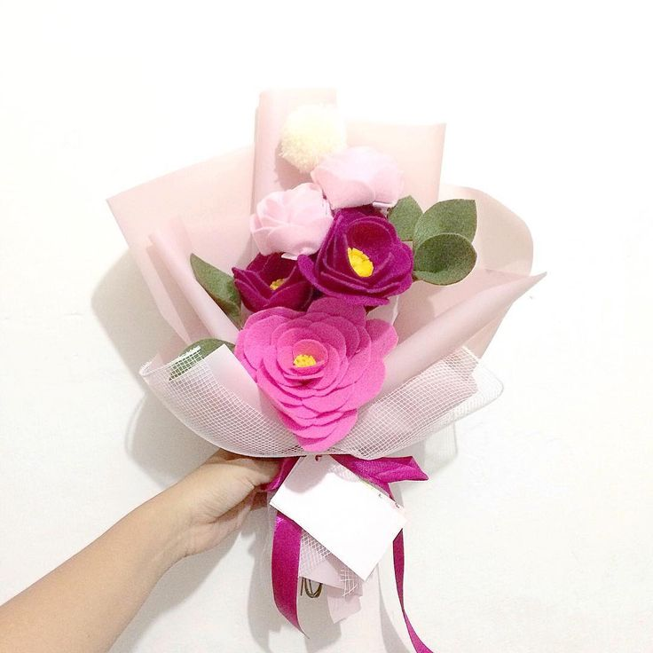 Previous style of pink bouquet in medium size  #fleurifymedium . . #flower #wedding #bouquet #florist #feltflower #feltflorist #feltbouquet #feltsunflower #bungaflanel #bungaflaneljogja #bungawisuda #bungawisudajogja #bungajogja #bouquetbunga #bouquetjogja #bungakertas #paperflower #buketbunga #makersgonnamake