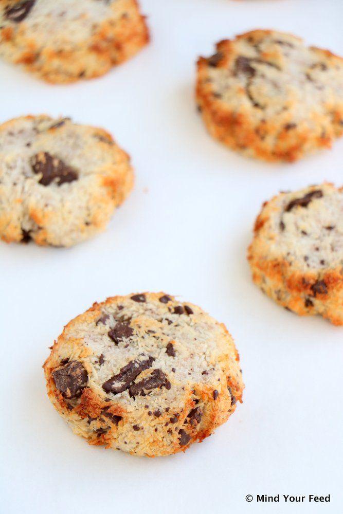 Kokos koekjes met pure chocola - eiwit, banaan en kokoksrasp - Mind Your Feed