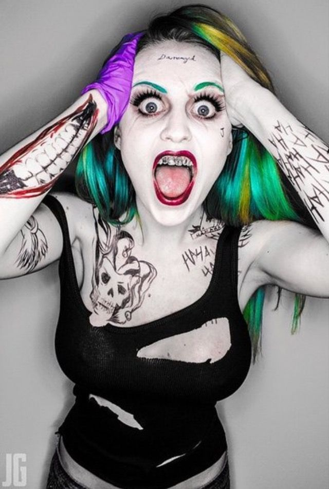Awesome gender bend cosplay of Suicide Squad Joker!