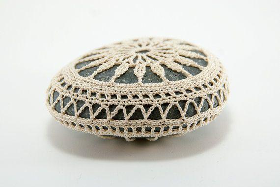 Crochet coperto la roccia pietra di pizzo matrimonio sulla