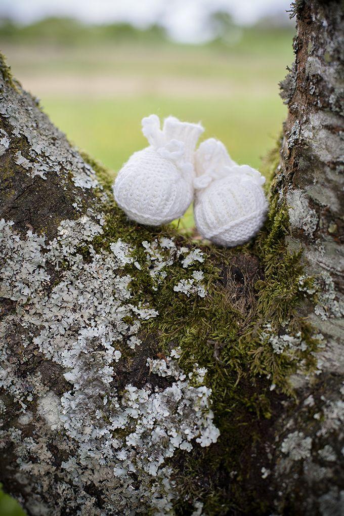 Ein süßes herbstliches Babybauchshooting in der Natur | mummyandmini.com