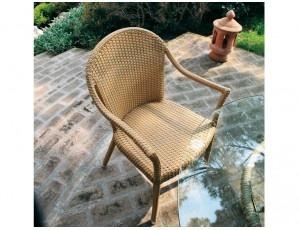 Begonia sedia in fibra intrecciata con braccioli- sedia da esterno intrecciata a manoin fibra di resina VIRO, disponibile con o senza cuscino.  Struttura portante interamente realizzata in alluminio dello stesso colore dell'intreccio.
