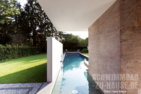 Schwimmbad-Einstiegstreppe Stephan Maria Lang architects