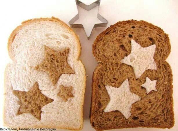 Decor natalino com pão... só precisa de uma forminha de estrela.