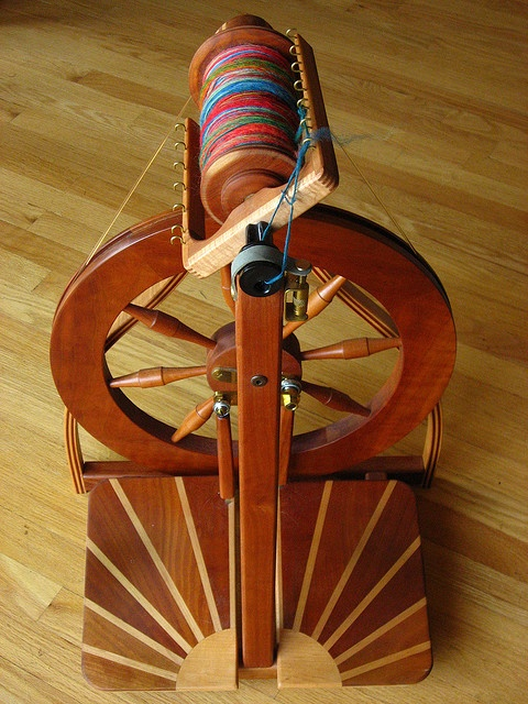 Robin Spinning Wheel with sunburst treadles