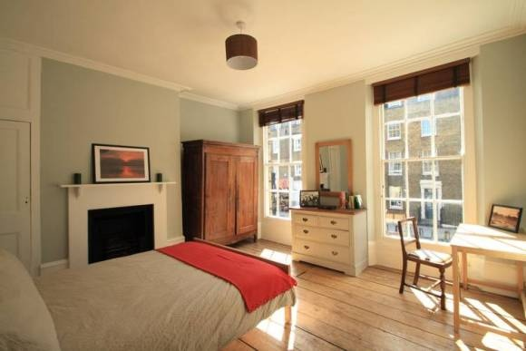 4 bed student flat gray 39 s inn road camden london for Bedroom ideas student