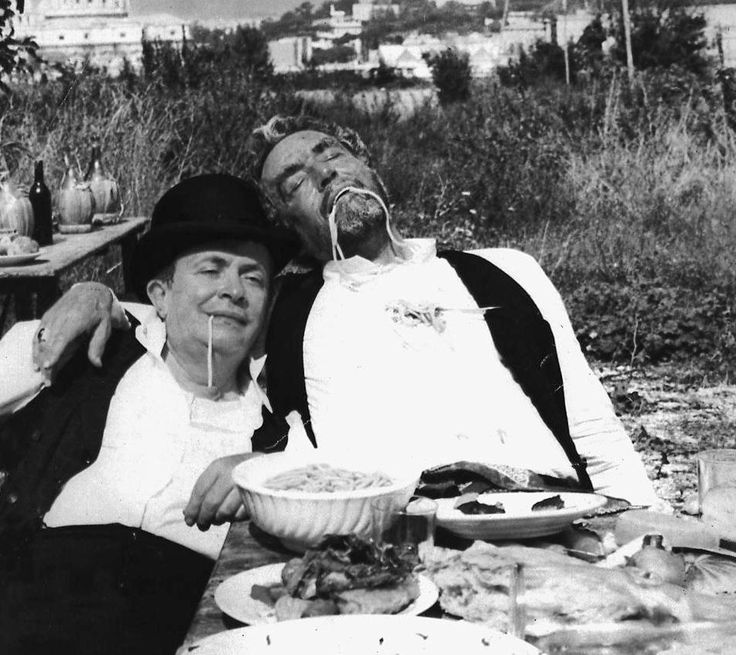 Italian Vintage Photographs ~ #Italy #Italian #vintage #photographs ~ ¡Buen empiezo de semana! ¡Vamos a comernos el mundo!:)  (película: Il Conte Tacchia)