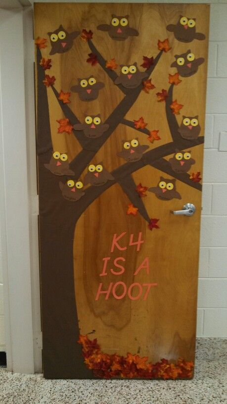 Fall classroom door with student made owls teaching for Decoracion puerta otono