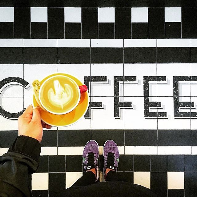 Is this miserable weather giving you a blue #fridayfeeling? Make your day better with a #winstonscoffee !! (Repost from @trinnadeleon )  #moody #raining #coffeeshopcorner #howiseemycoffee #coffeecalendar #ihavethisthingwithfloors #coffeefliicks #coffeeshopevibes #coffeesesh #craftcoffee #manmakecoffee #saiyingpun #winstonshk #flatwhite #rosetta #hkcafe
