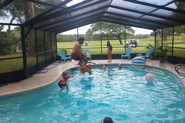 House in Jacksonville Beach, United States. 17th Hole house w/htd, screened pool. Close to Mayo Clinic, TPC, Proton Trmt. Ctr., Beach, Adventure Landing h2o Park, Marinas, Boat Ramp few blocks away w/many water sport rentals, Luxury Spas, in Home Masseuse ava, Lrg Yard backs up to golf cour...