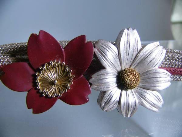 【江月】アンティーク・光明造 金工銀鍍金彩色桜&菊花帯留め 46g_画像1