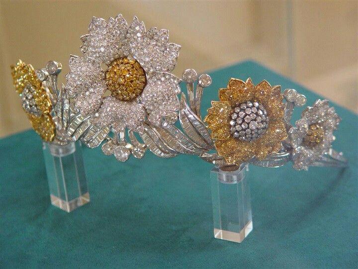 Queen Farida Diamond Flowers Tiara