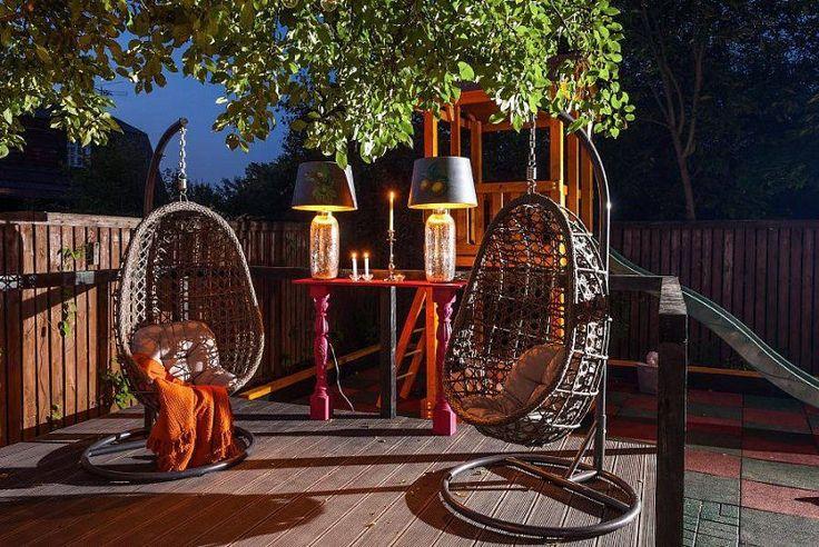 Кованая мебель  Кованая мебель для дома – новый стильный интерьер Вашего жилища. Мастера художественной ковки способны из каждого предмета сделать произведение искусства. Как изделие ручной работы Ваша мебель всегда будет индивидуальна и неповторима. Мебель из металла надежна и долговечна. Кроме того, она экологически безопасна, пожаробезопасна и удобна в уходе. О прочности не стоит и говорить, можно не бояться за трещины и сколы, достаточно иногда обновлять красочное покрытие. И, наконец…